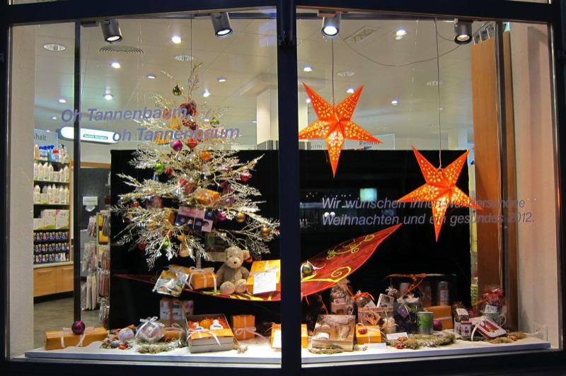 Schaufenstergestaltung - Weihnachtliche schaufenstergestaltung ...